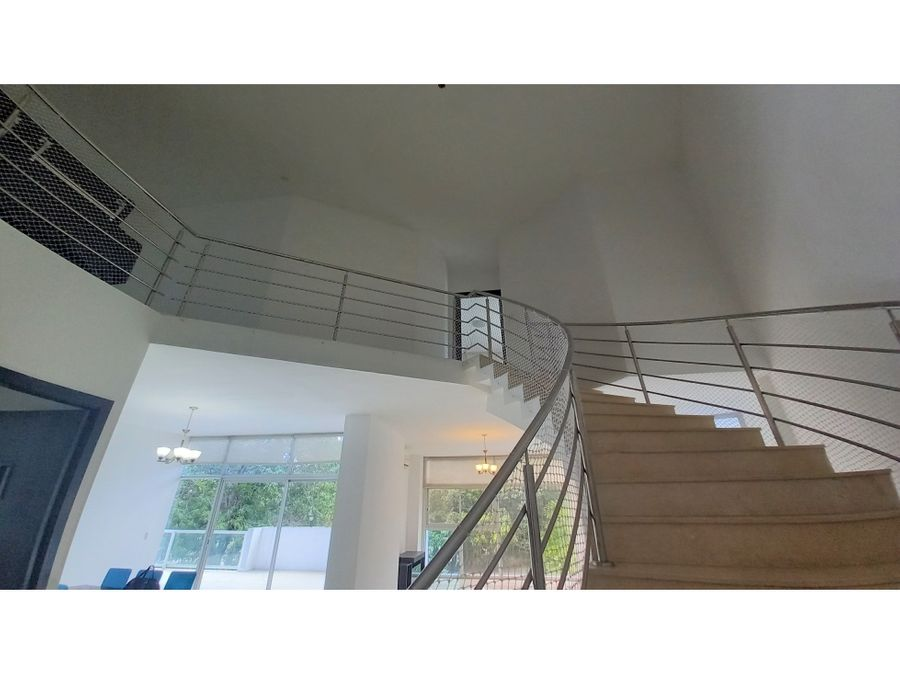 se vende espectacular apartamento en ph bridge amador cause way