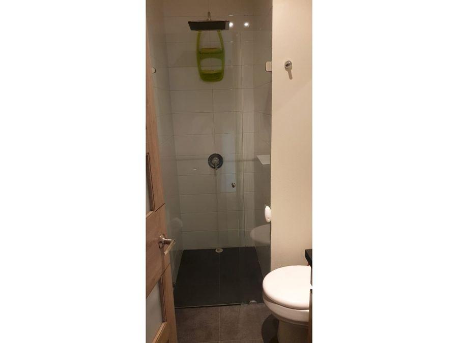 apartamento interior con buena luz en san patricio