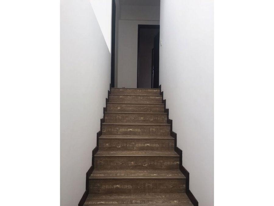 apartamento duplex remodelado en santa barbara
