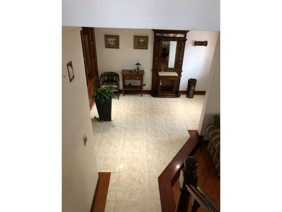 hermosa casa esquinera de 3 pisos en chia
