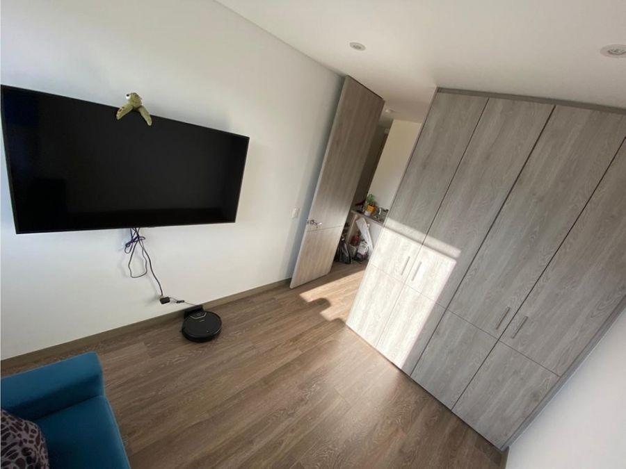 apartamento con balcon y club house en colina campestre