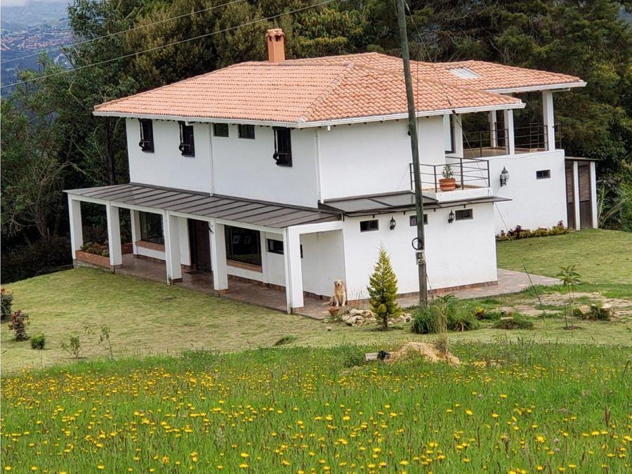 hermosa casa de 284m2 sobre 2 pisos cerca del castillo marroquin