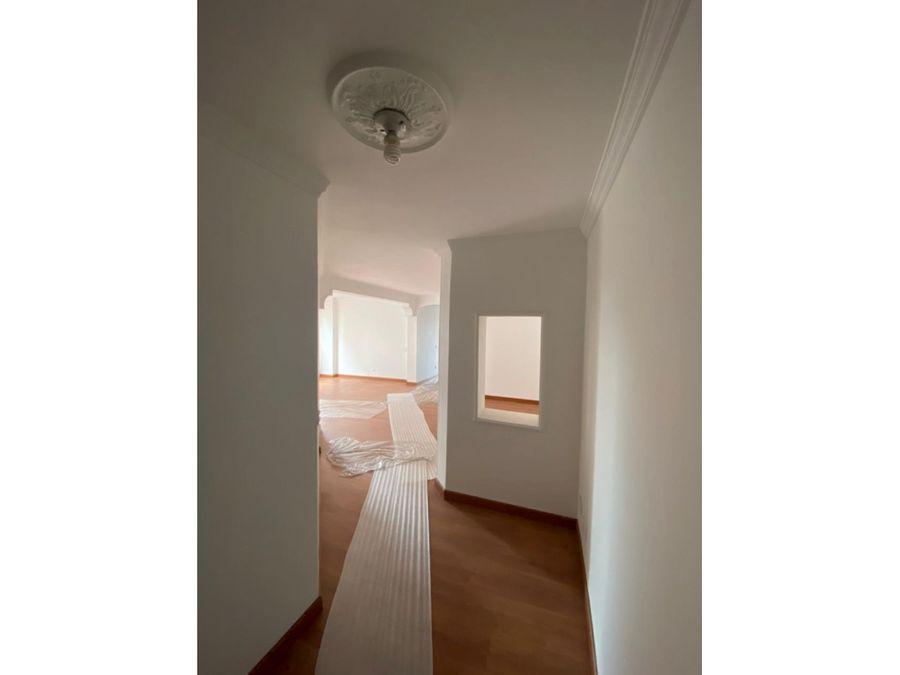 apartamento interior con luminosidad en la calleja
