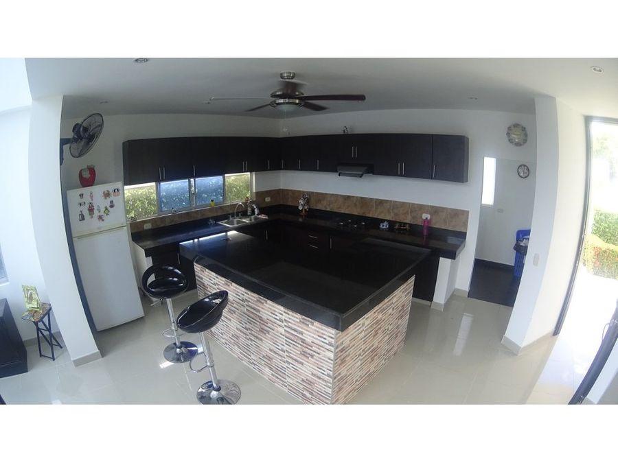 casa con piscina y terraza en girardot