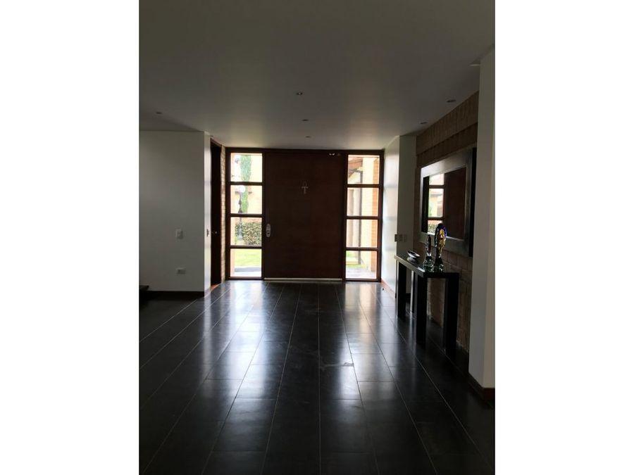 casa de 3 pisos con 3 terrazas en guaymaral
