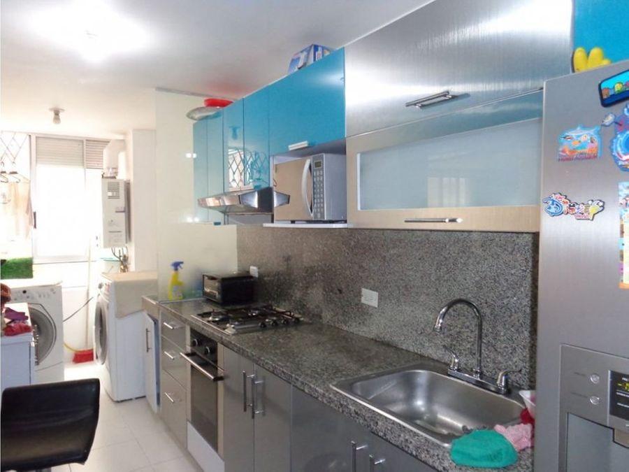 apartamento interior con balcon en la calleja