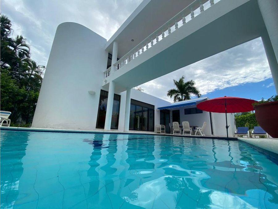 casa con piscina privada y club house en girardot en el penon
