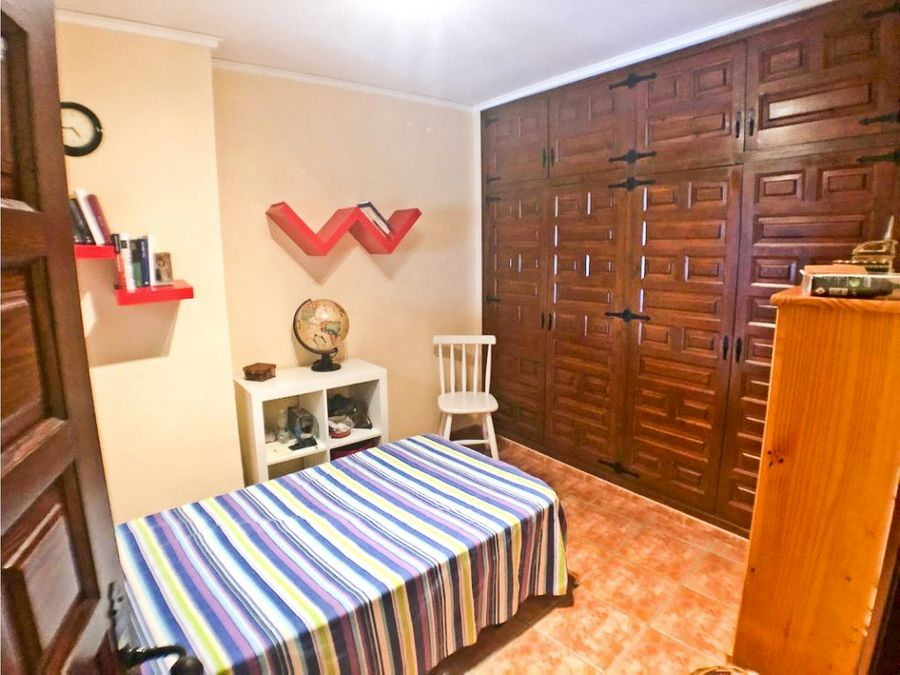 casa de 4 habitaciones en benidoleig