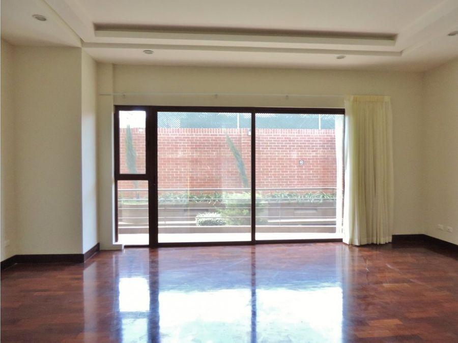 exclusivo apartamento en nivel bajo zona 14