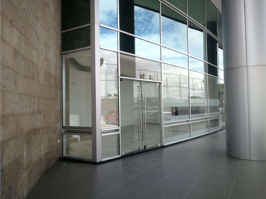 local en edificio corporativo 102 m2 con acceso peatonal zona 15