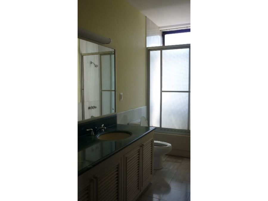 amplio apartamento en renta zona 14