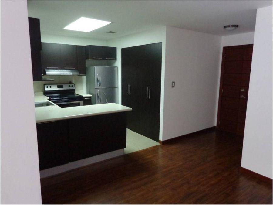 apartamento en nivel bajo de dos habitaciones ciudad vieja