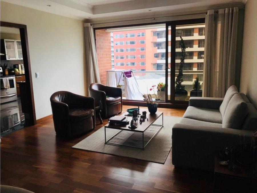 elegante piso bajo con balcon amueblado
