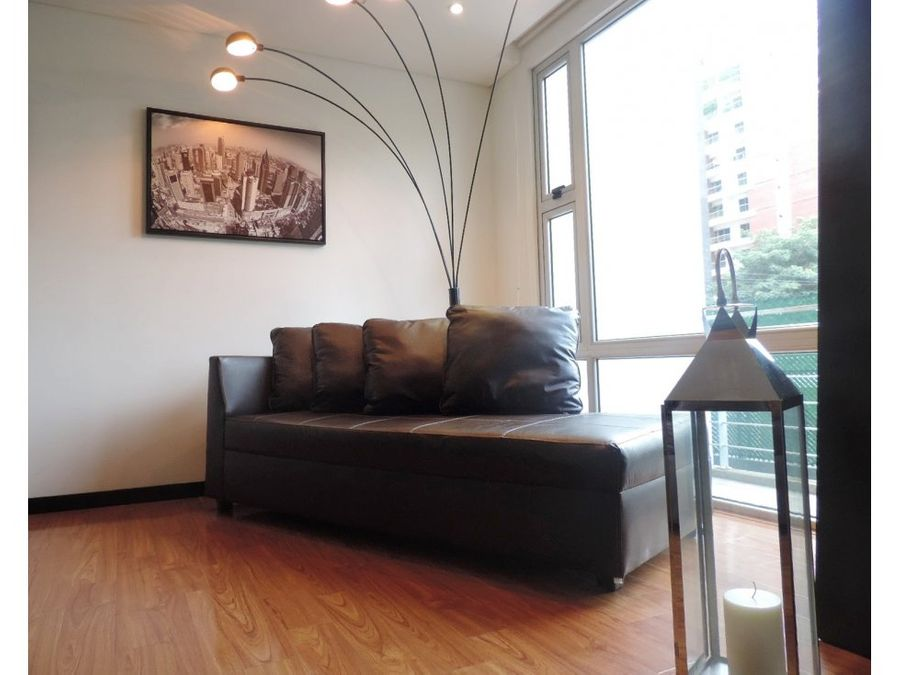 elegante piso bajo amueblado de 2 habitaciones zona 14