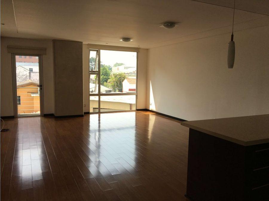 amplio piso bajo de dos habitaciones en el corazon de zona 14