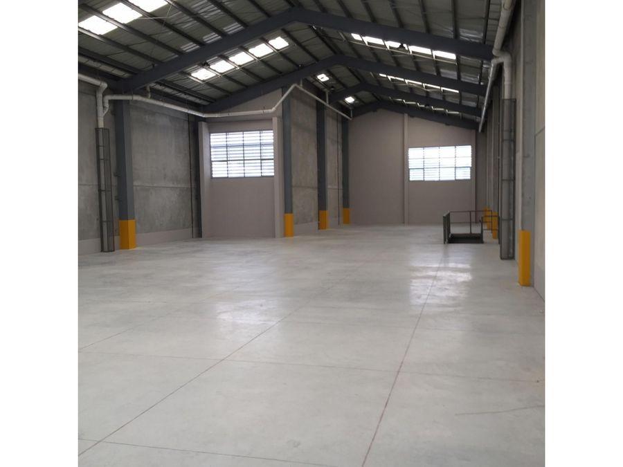 bodega en renta el naranjo zona 4 mixco 800 m2 con mezzanine