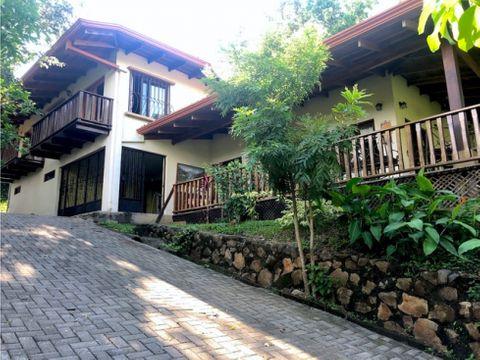 venta de quinta con casa estilo colonial con jardines en turrucares