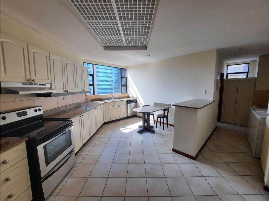 alquilo apartamento ubicado en zona 14