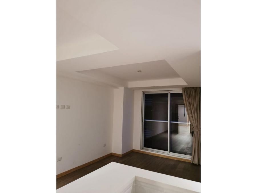 apartamento en zona 10 sector santa clara