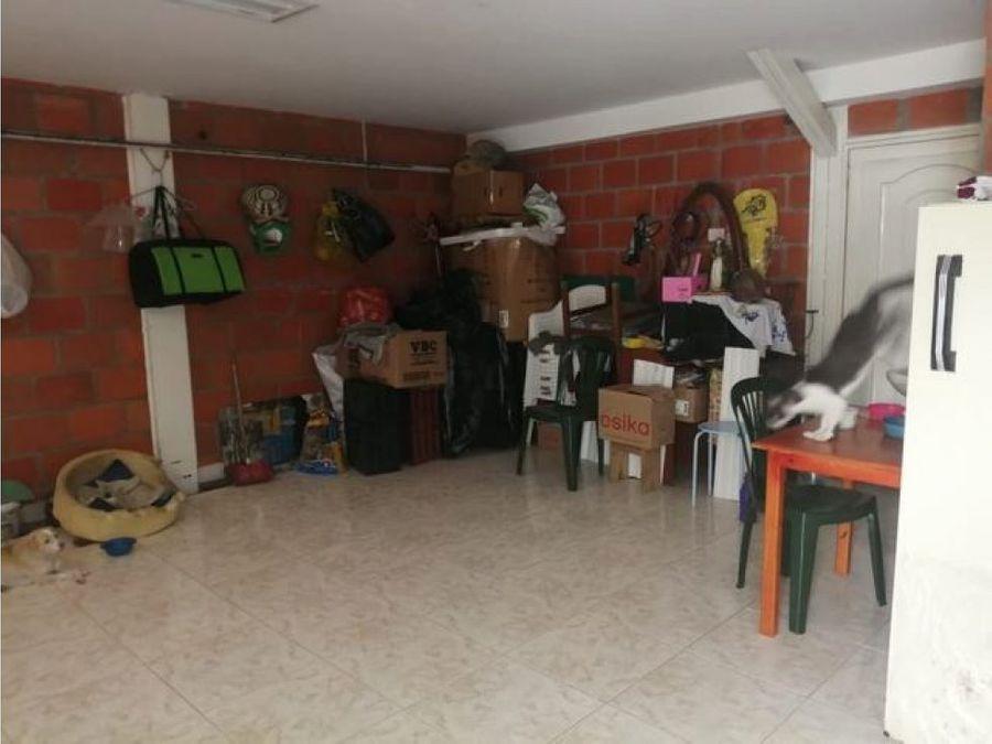 se vende casa en el centenario andalucia