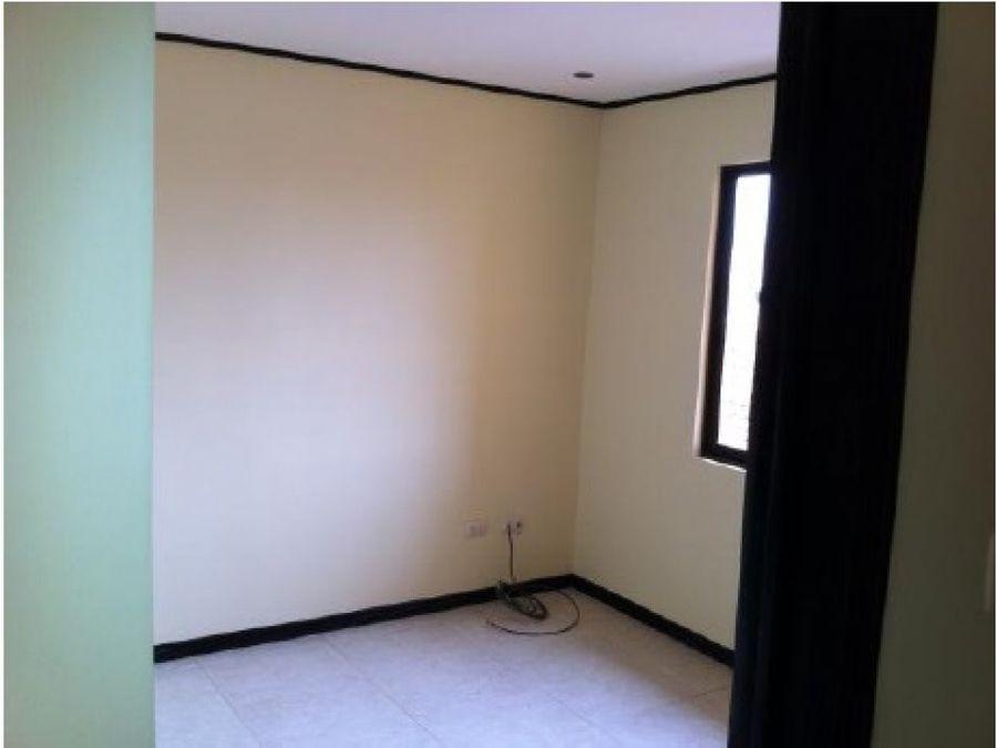 casa de 3 dormitorios en condominio en santa ana