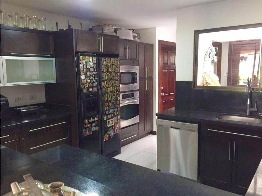 linda y acogedora casa en condominio familiar