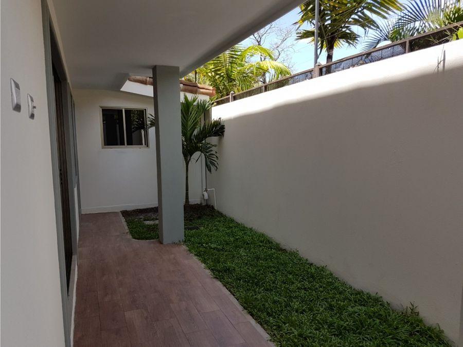 alquiler de casa de 2 plantas en condominio santa ana pozos