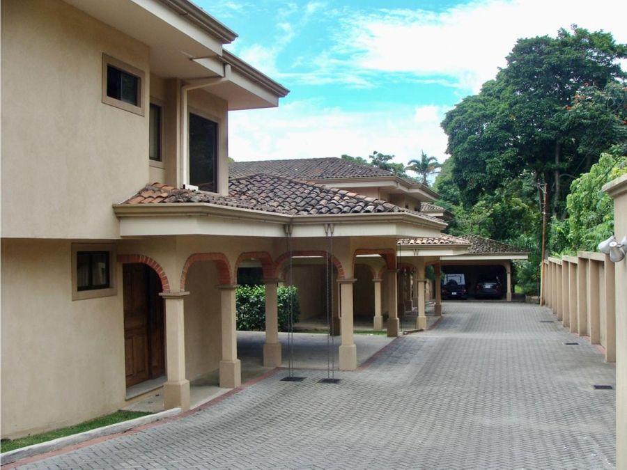 hermosa y amplia casa en alquiler en escazu