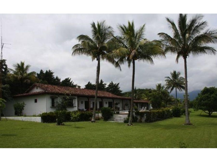 encantadora casa urbana colonial colombiana