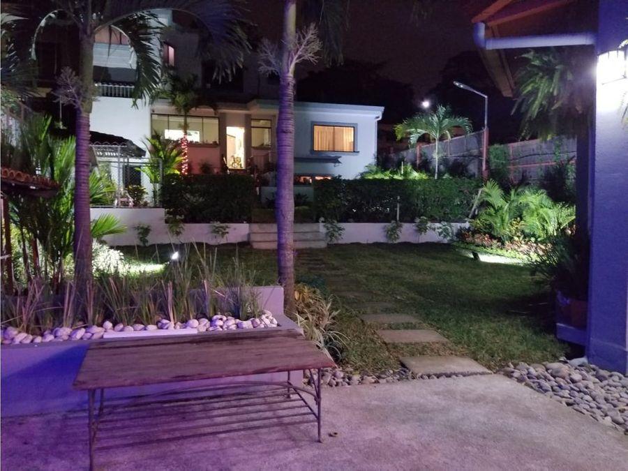 casa independiente en escazu con piscina