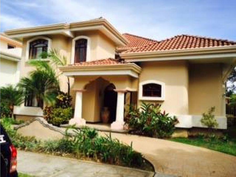 se vende casa en parque residencial valle del sol