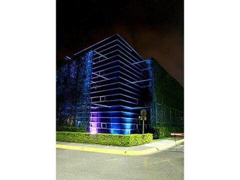 se alquilan oficinas en tributo corporate center santa ana