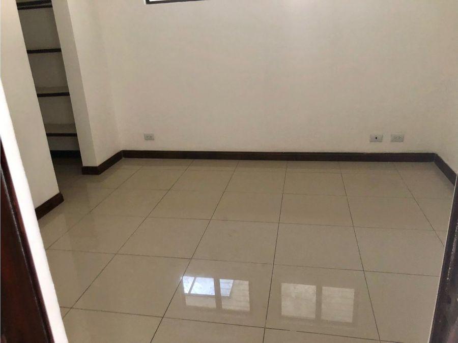 edificio de 4 apartamentos en rohrmoser