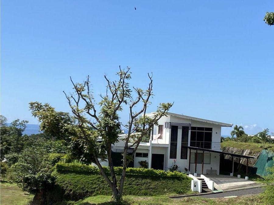 se vende casa con piscina en condominio playa marbella