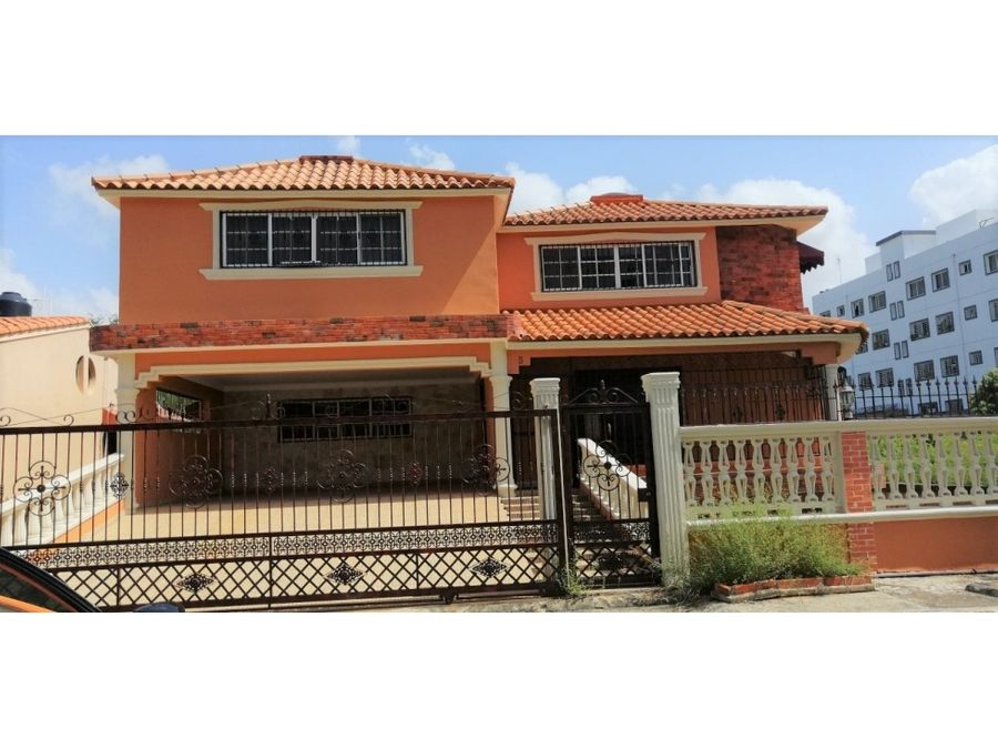 vendo amplia y hermosa casa 3 niveles respaldo los 3 ojos sde