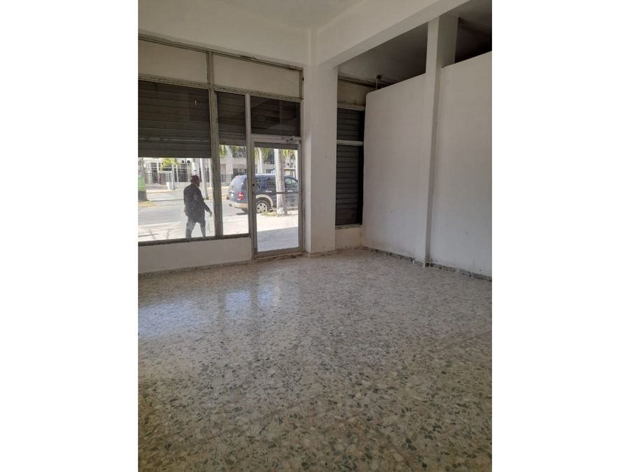 alquila local comercial 35 mts2 av w churchill d n
