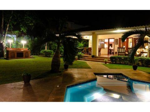 rento villa en metro country club us370 dolares por noche