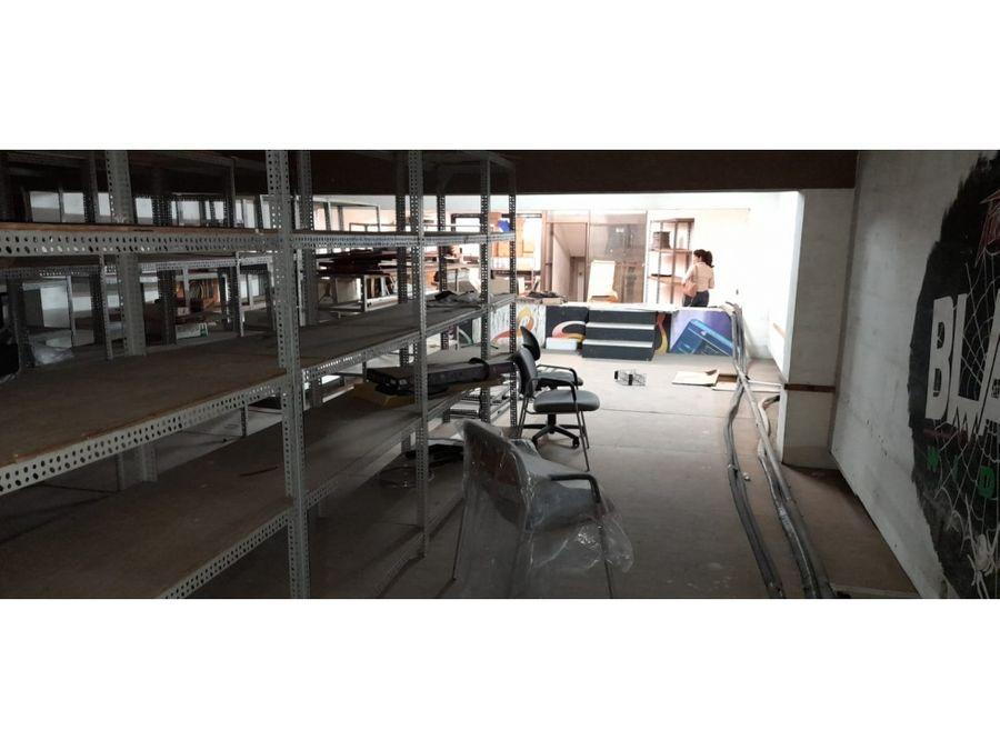 vendo amplio edificio de 3 niveles apto para negocios