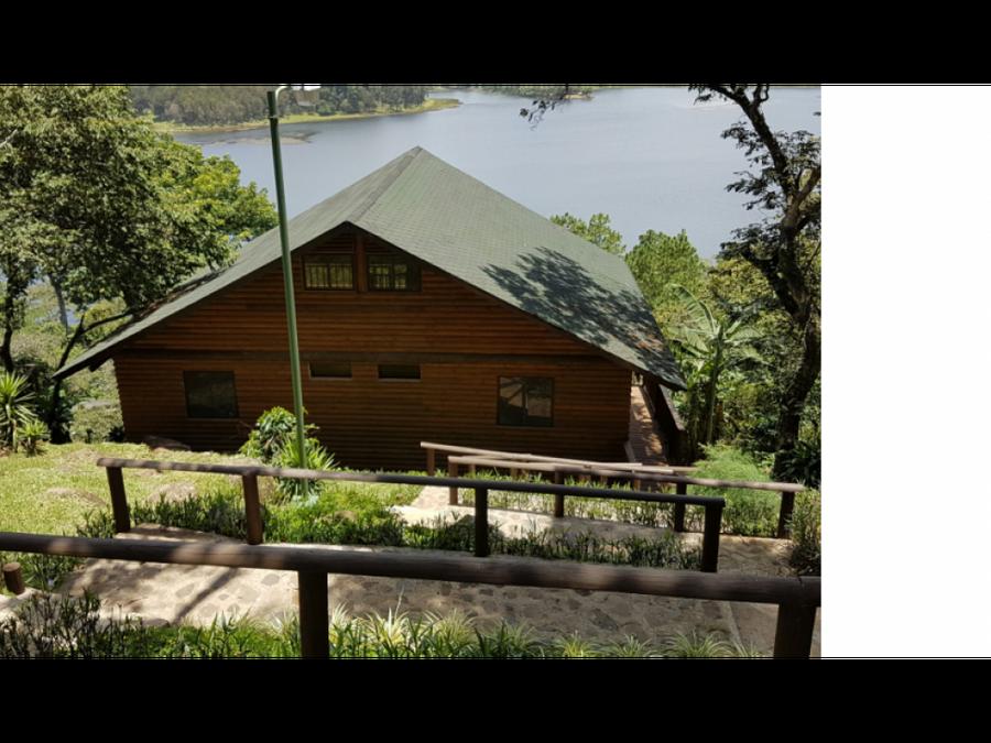 exclusiva cabana con vista a laguna del pino