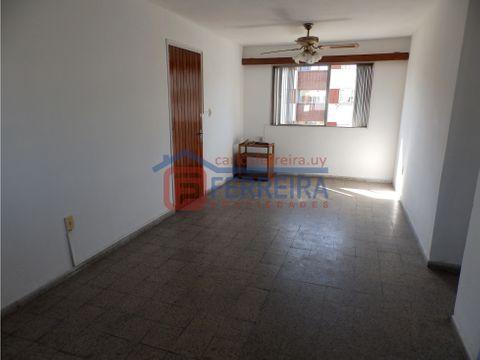 vende apartamento 2 dormitorios y terraza