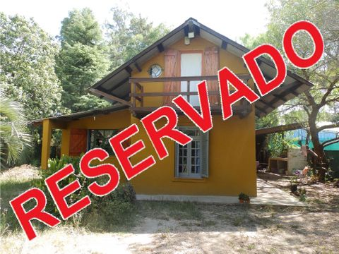 vende casa 2 dormitorios terreno de 377 m2 sur