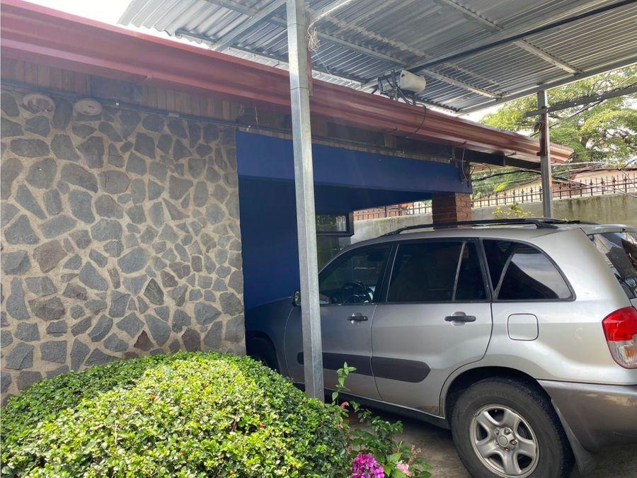 se vende propiedad comercial con casa en el centro de santa ana