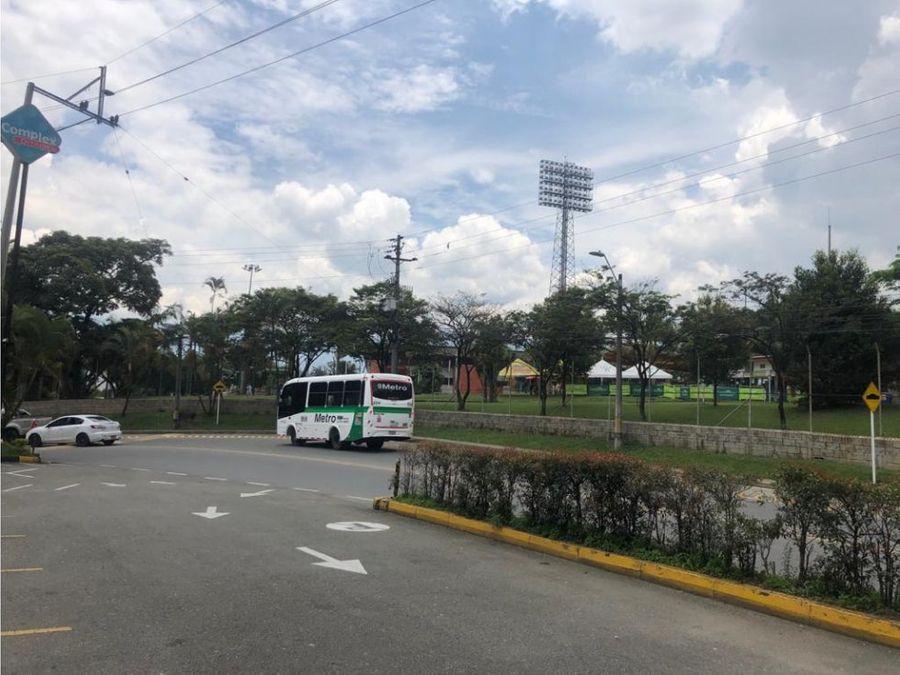 locales 2 frente a estadio ditaires itagui