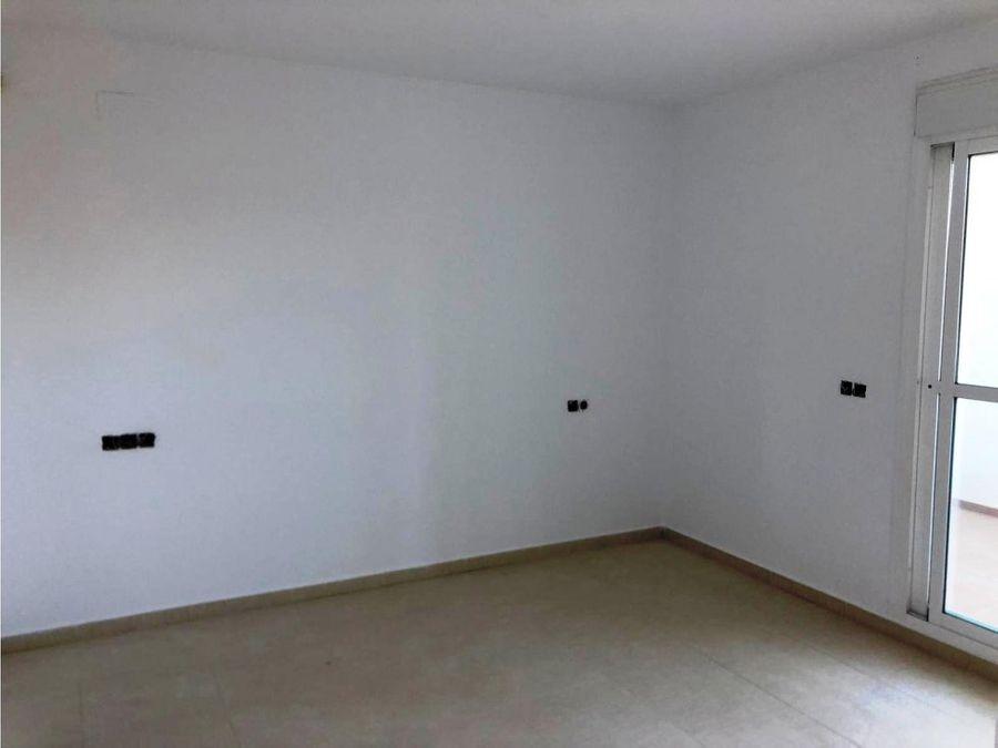 excelente piso con terraza y vistas despejadas