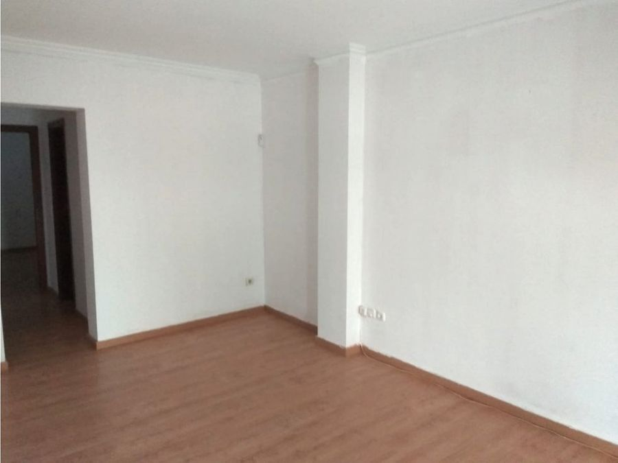piso de 3 dormitorios en calle camberos antequera