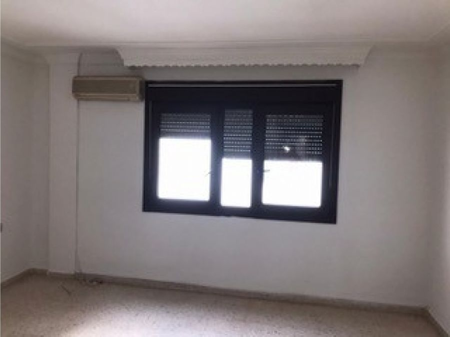 amplio piso de 4 dormitorios 2 banos ronda