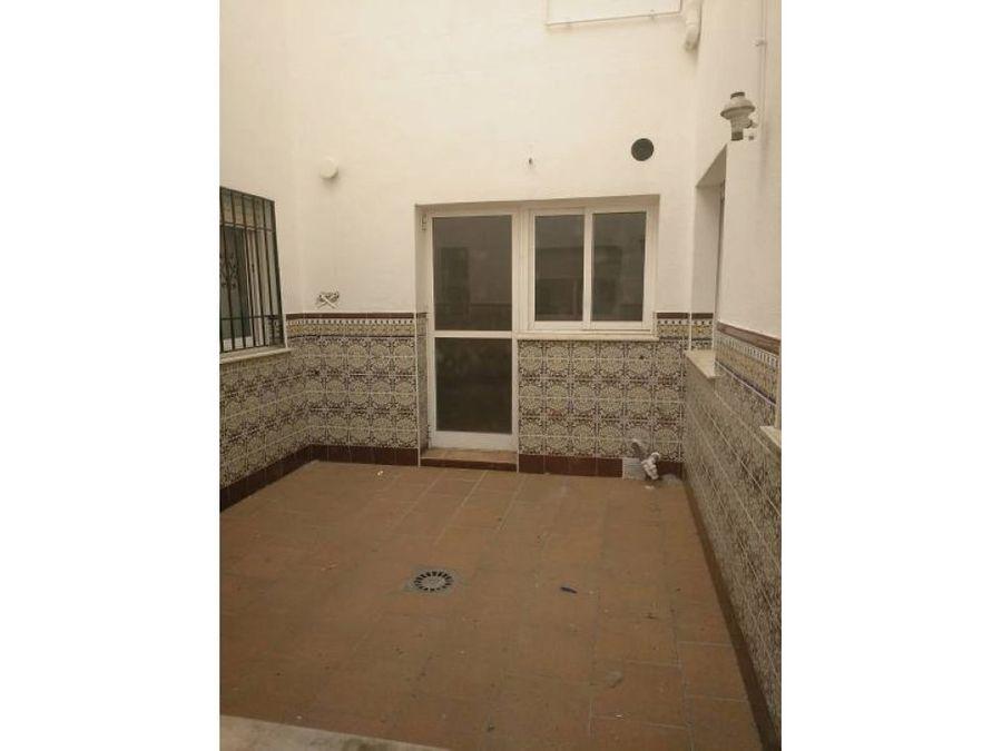 piso muy amplio en ronda 5 dormitorios 2 banos parking