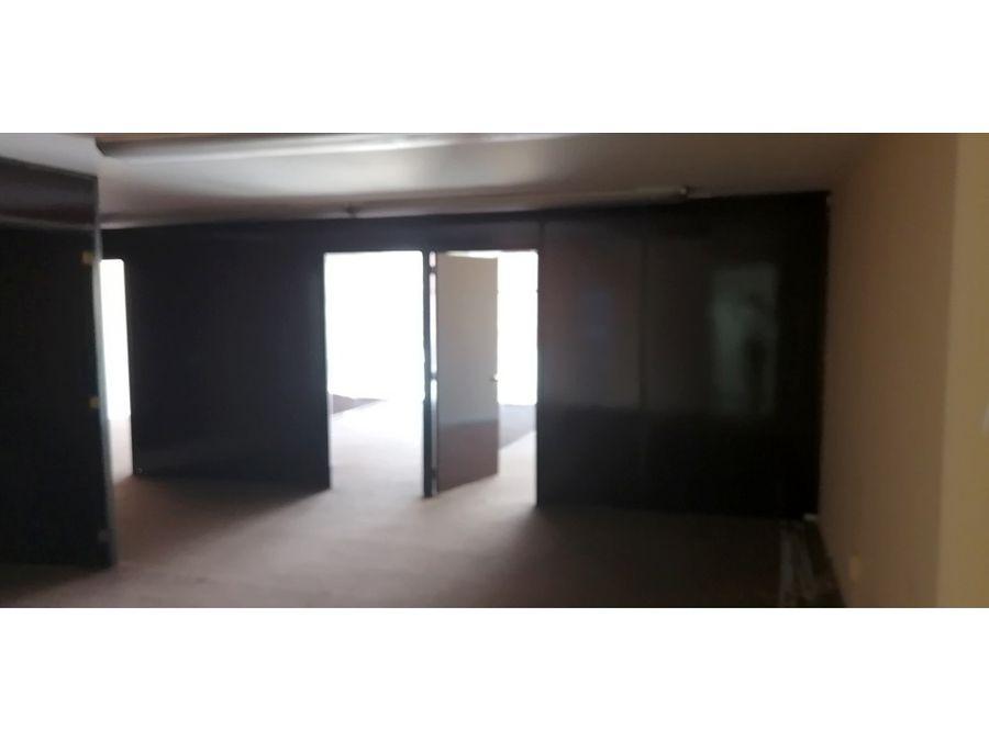 oficina de 105 m2 4 privado recepcion y pequena bodega