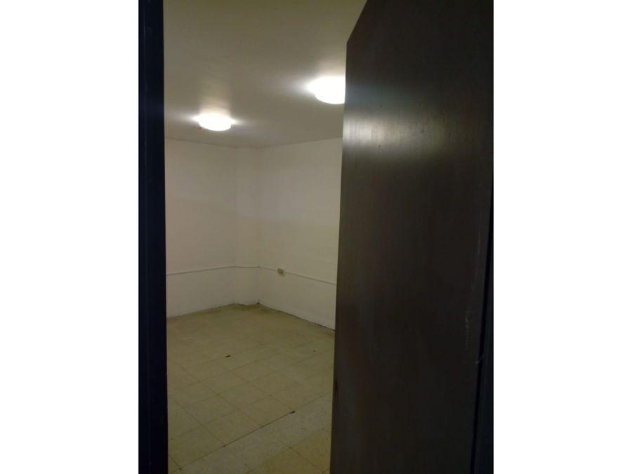 oficina de 160 m2 con 7 privados y recepcion doble entrada