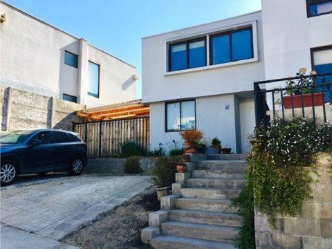 en venta estupenda casa en condominio lomas del sol quilpue